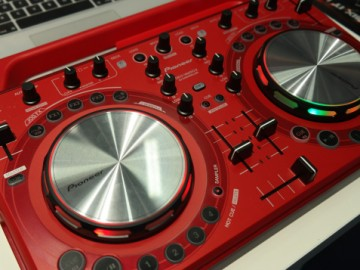 Compact DJ Controller
