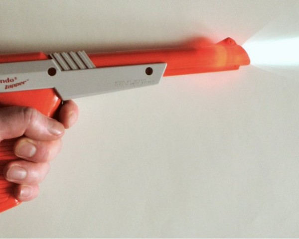 Nintendo NES Zapper Flash Light