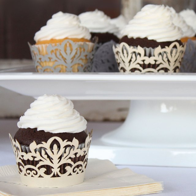 Classic Damask Cupcake Wrappers