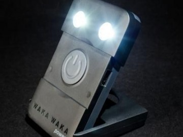 waka_waka_solar_lamp_on