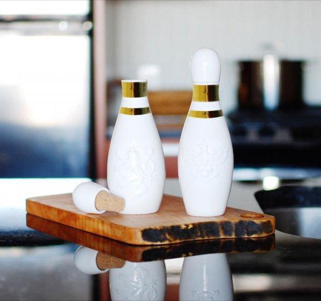Lucky Strike Oil & Vinegar Container Set