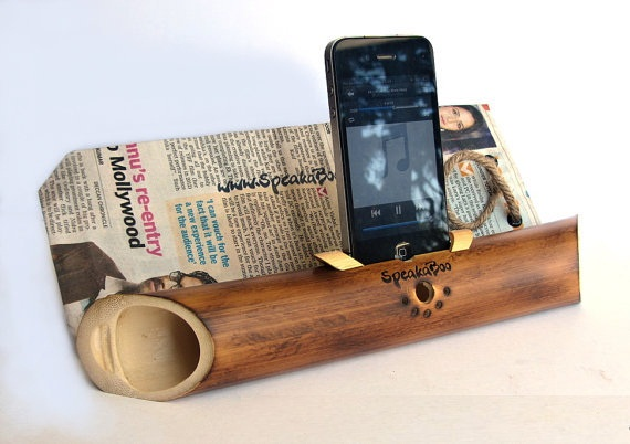Acoustic Bamboo Speaker Amplifier for iPhone 4/4s.