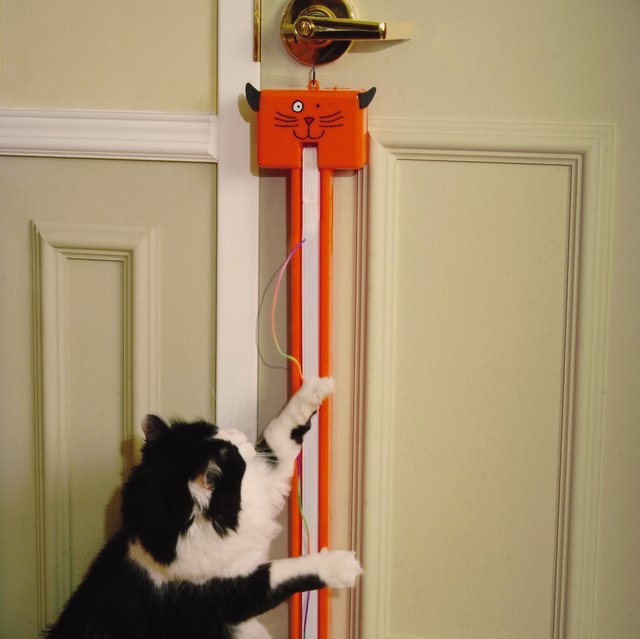 Fling-ama-String Motorized Interactive Cat Toy