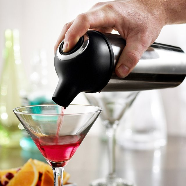 Easy Pour Cocktail Shaker