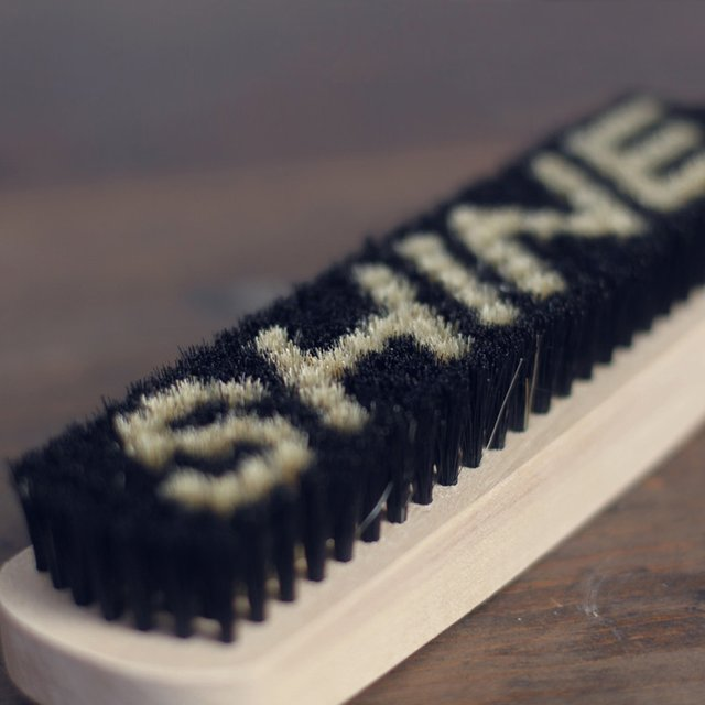 Shine Shoe Brush by Izola