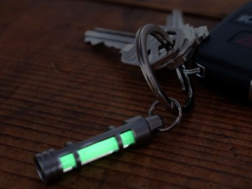 Small glass tube containing a small amount of gas seal - tritium, tritium gas emitted electrons excite phosphor coating, emit light, and compared to other similar fluorescence keychain, the biggest advantage: You can use the 100 meters underwater, you can in harsh environments.