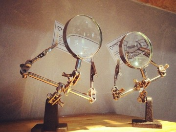 Helping Hands w/ Magnifying Glass