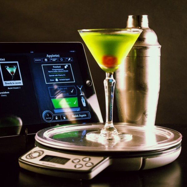 Perfect drink app controlled smart bartendingpetagadget for Perfect drink pro smart scale