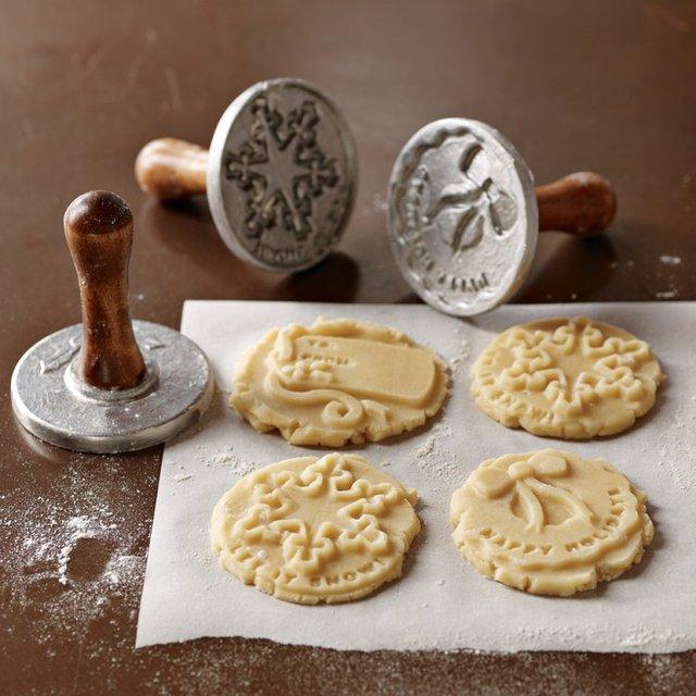 Nordic Ware Mini Tiered Cakelet Pan