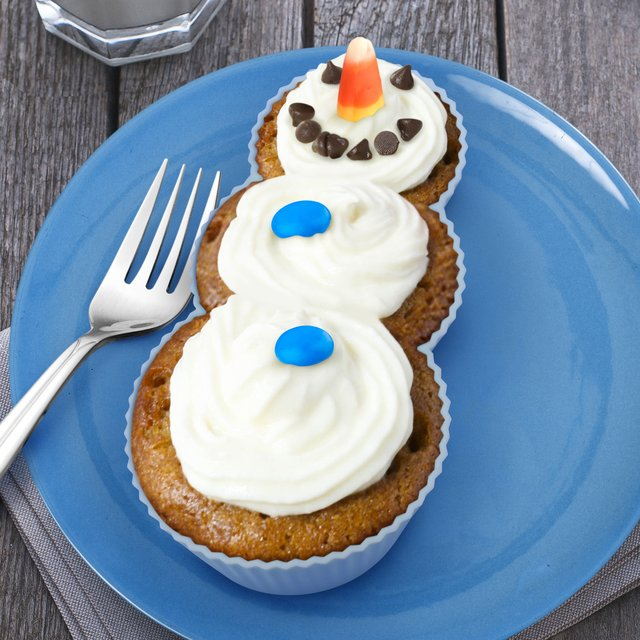 Frosted Snowman Cupcakes