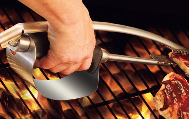 Heat Shield Tongs by Grill Daddy