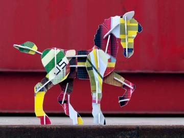 kidsonroof+totem+horse