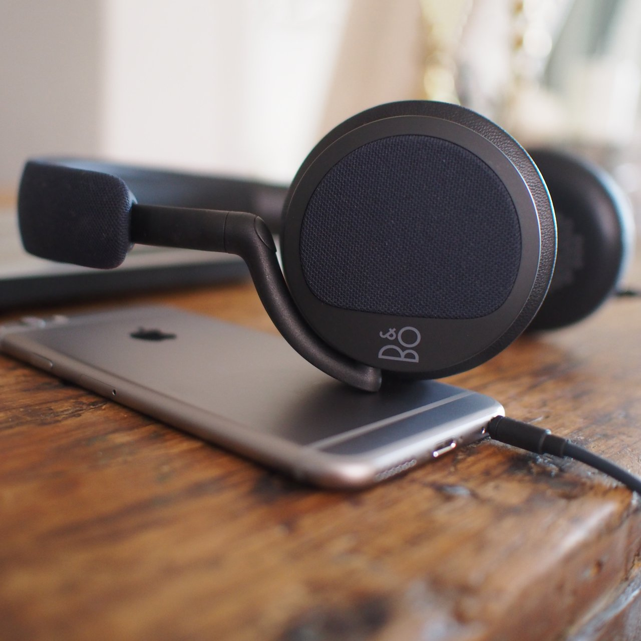 B&O BeoPlay H2 Headphones
