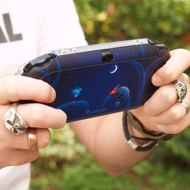 Alien and Chameleon Sony PS Vita Skin