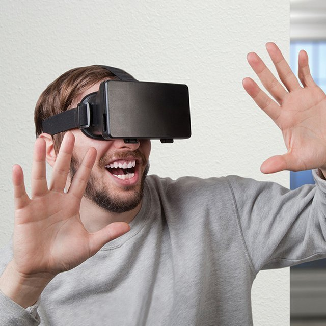 Virtual Reality Smartphone Headset