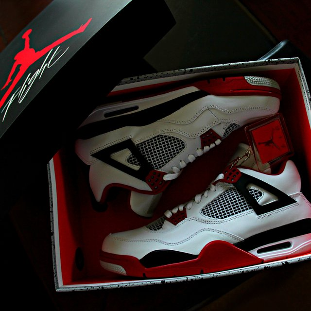 Air Jordan 4 Retro Fire Red 2012