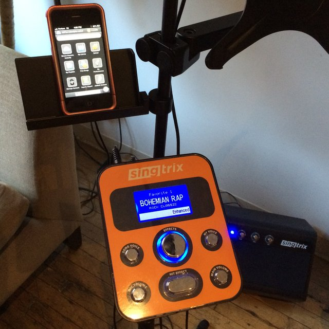 Voice Transforming Karaoke Machine by Singtrix