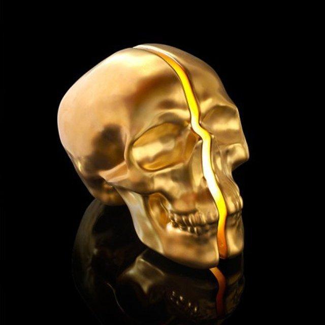 Yorick Skull Lamp