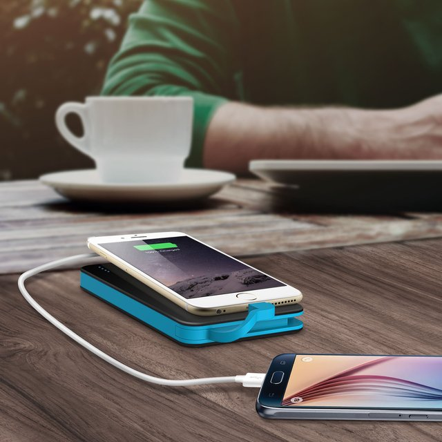 Built-In Lightning Cable & Micro USB 5000 mAh Battery Pack by iLuv