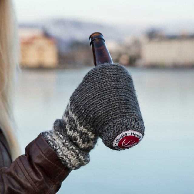 Hanskie Drinking Glove