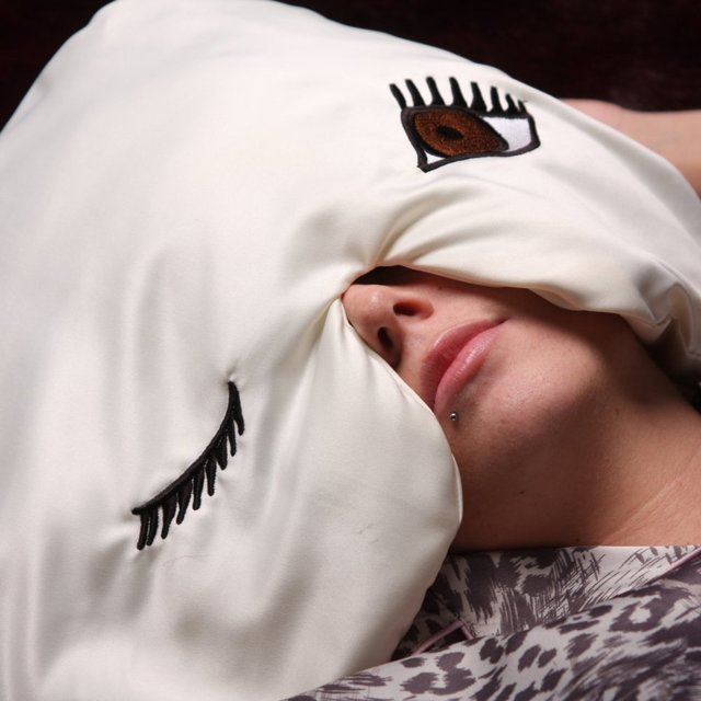 Winkzzz Sleep Mask Pillow