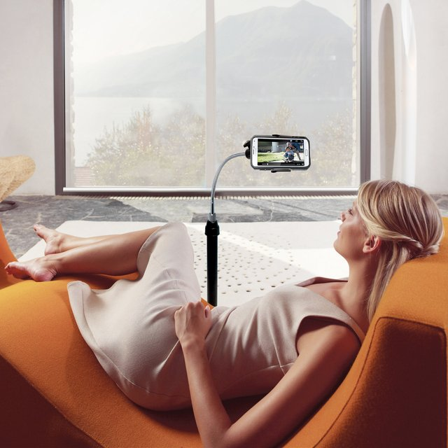 Universal Height-Adjustable Gooseneck Stand with Casters for Smartphones