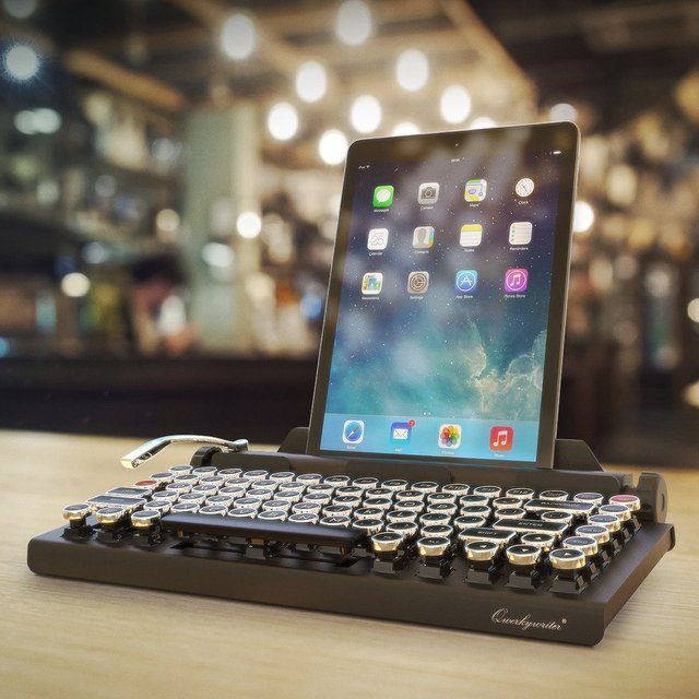 Qwerkywriter Retro Bluetooth Keyboard