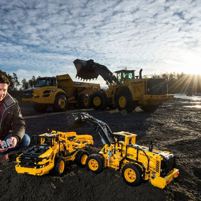 LEGO Technic Remote-Controlled VOLVO L350F Wheel Loader