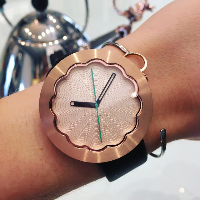 Scallop Watch in Rose Gold