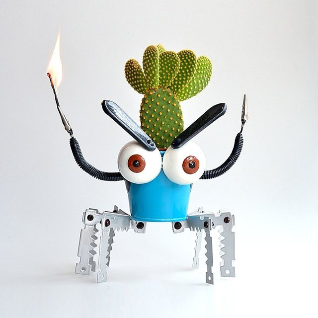 Big Eyes Robot Flowerpot
