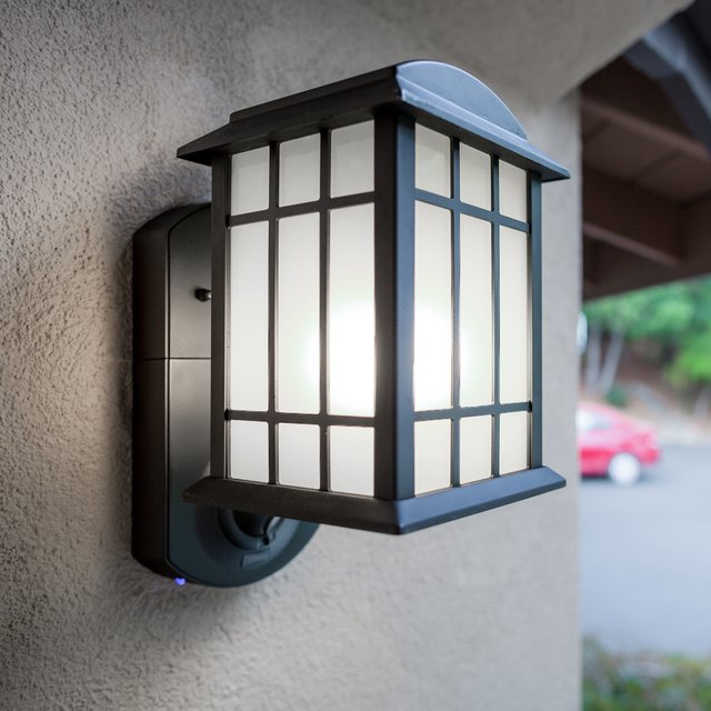 Craftsman Smart Security Camera & Light by Kuna