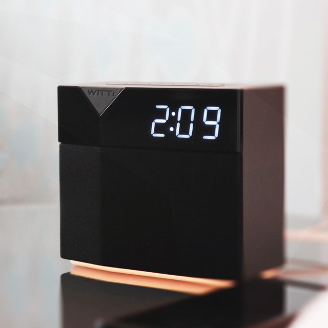 BEDDI Style Smart Alarm Clock with Changeable Faceplate