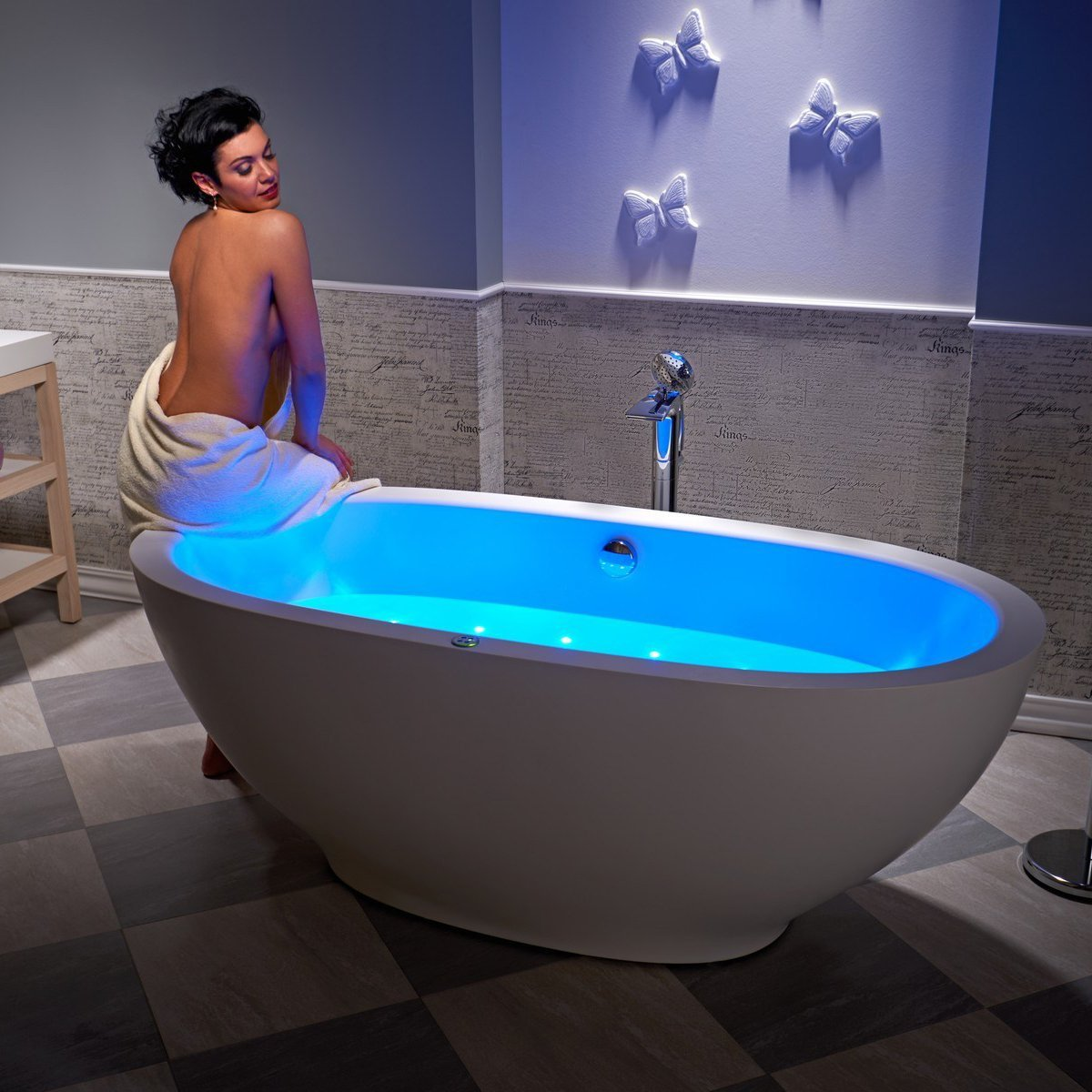 Karolina Air Bathtub by Aquatica