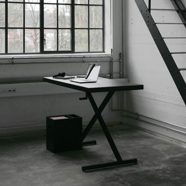Crank Adjustable Desk by KiBiSi