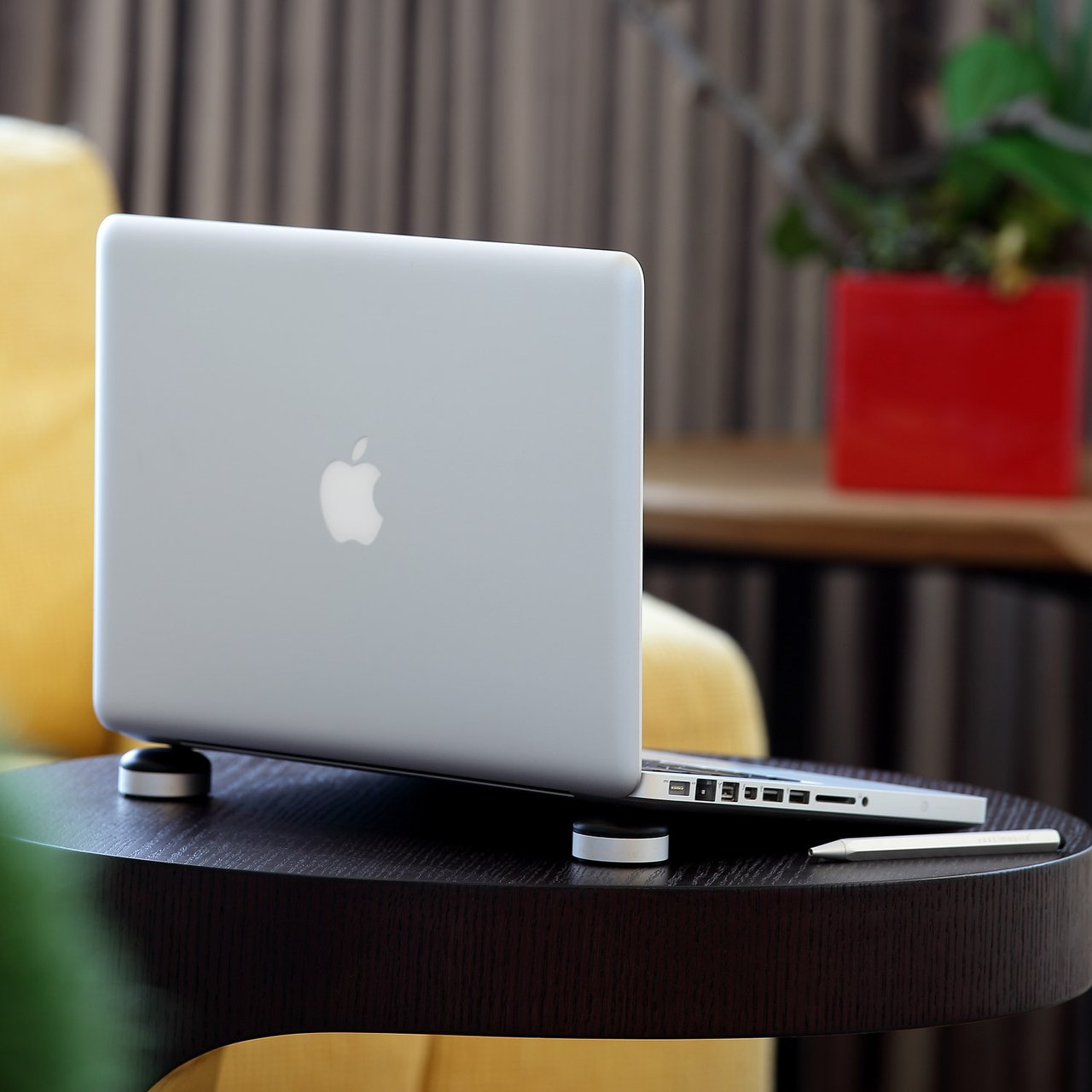 Lazy Couch Stand for iPad and MacBook Pro