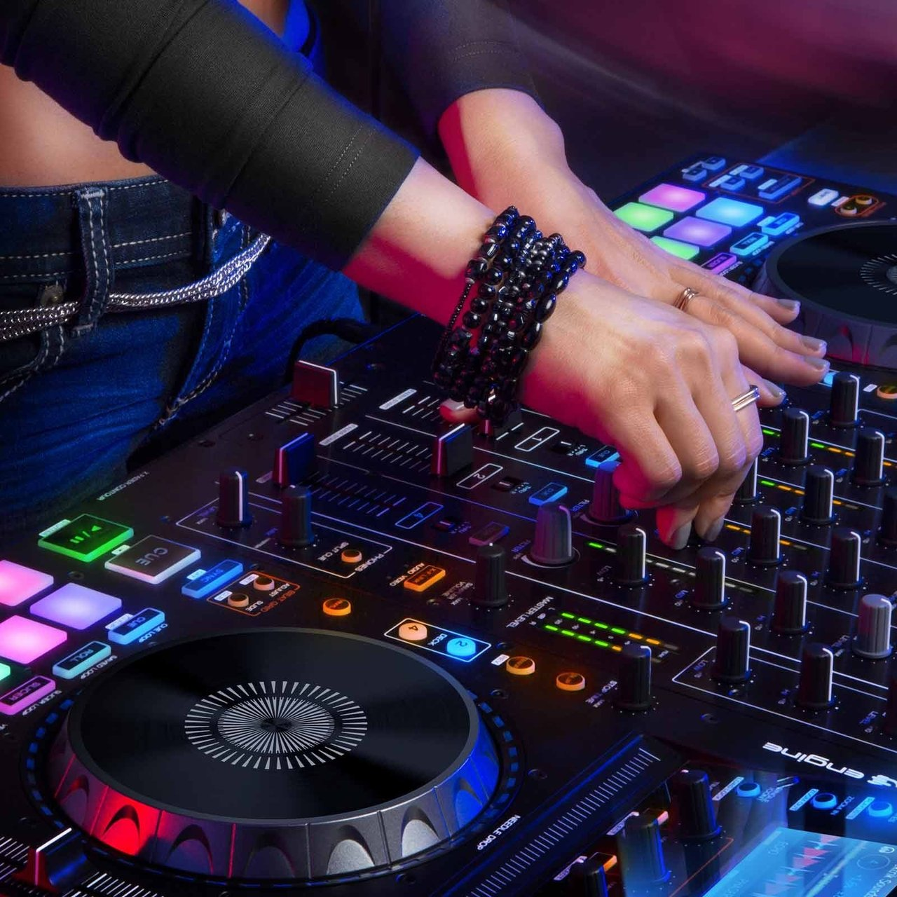 Denon DJ Standalone DJ Player and Serato DJ Controller