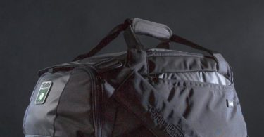 Carry On Duffle With Integrated Suiter