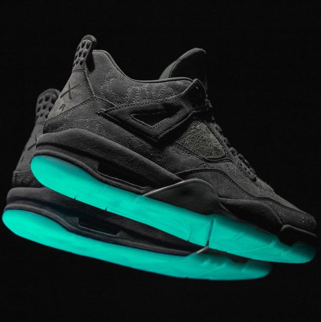 e1be96ee5cf0ff Air Jordan 4 Retro Kaws. Reviewed by Alex