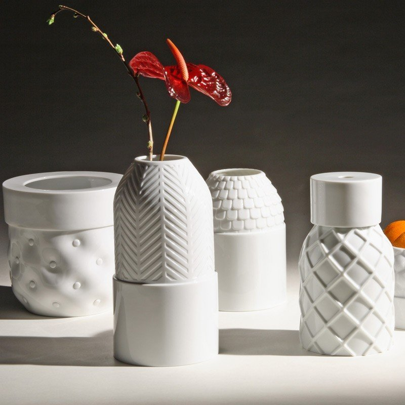 Vases Textures by Ionna Vautrin & Guillaume Delvigne