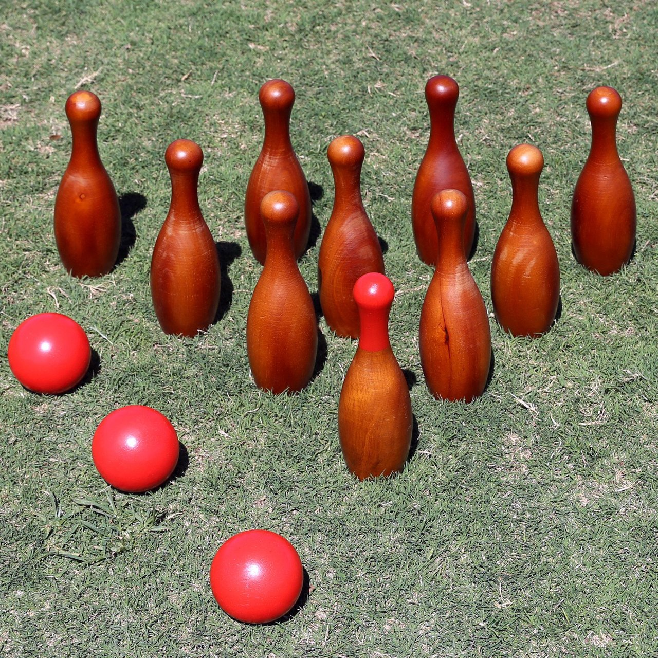 English Skittles Lawn Bowling