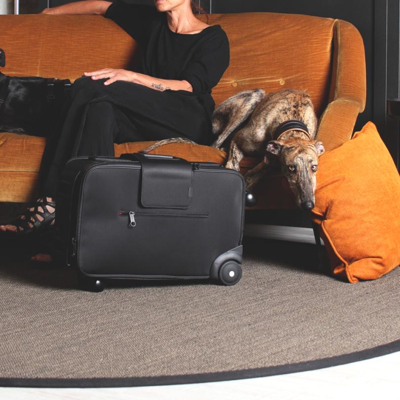 iby6 Black Wheeled Suitcase