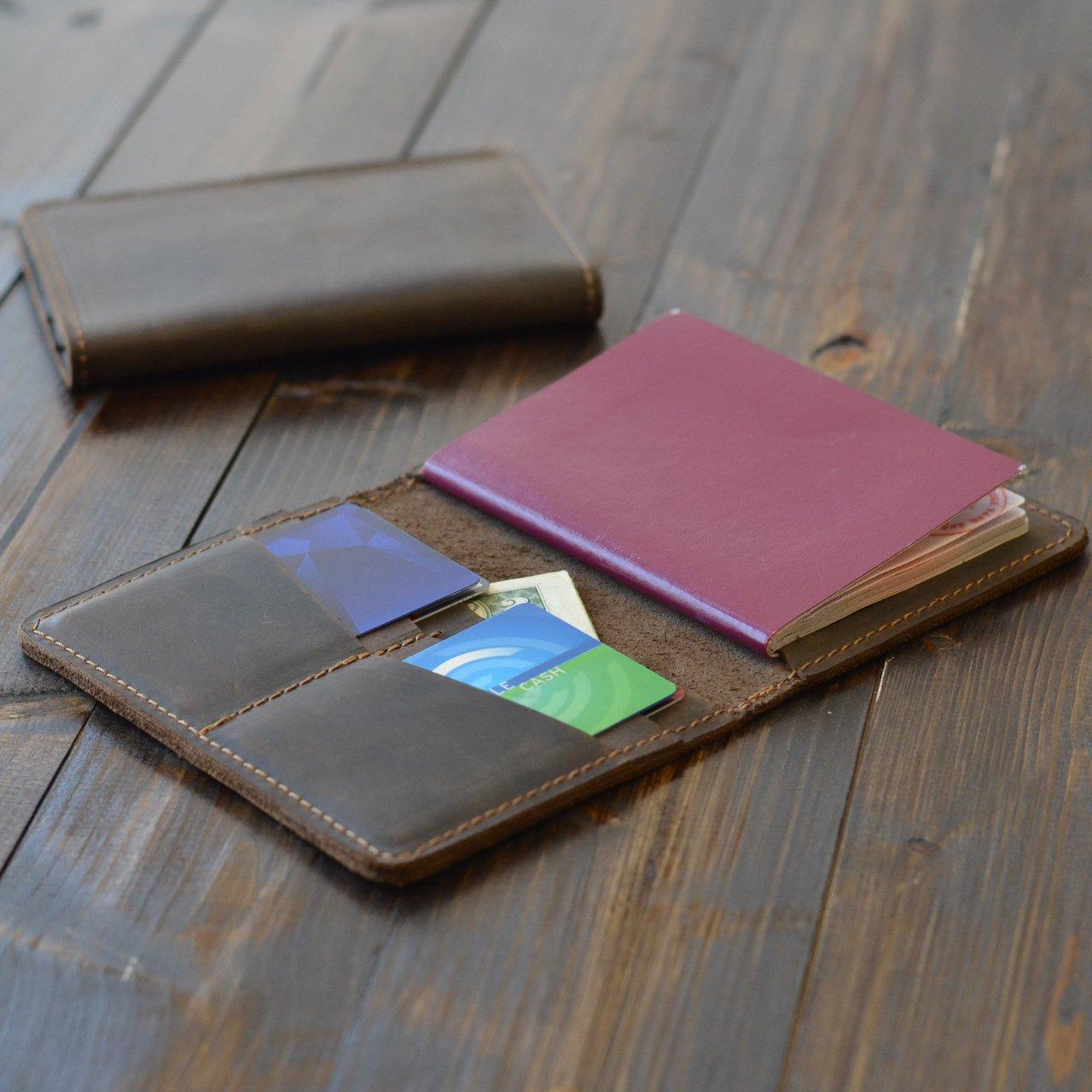Chestnut Brown Pike Passport Wallet