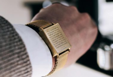 Qlocktwo Golden Words Watch