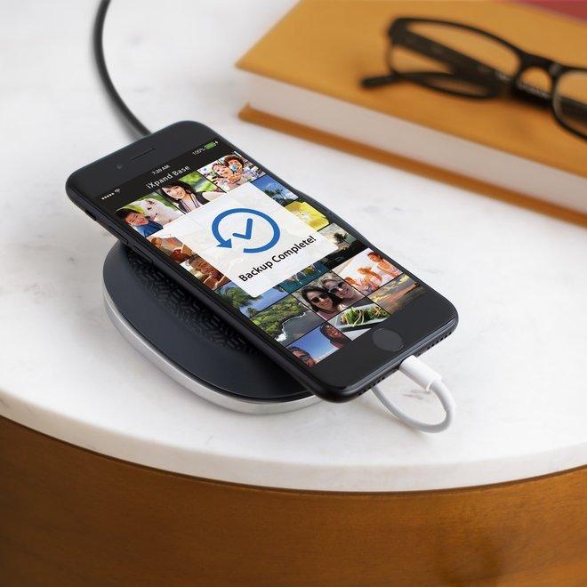 iXpand Base iPhone Charging and Backup