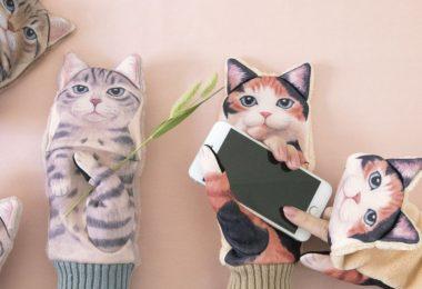 Nuisance Cat Smartphone Mittens