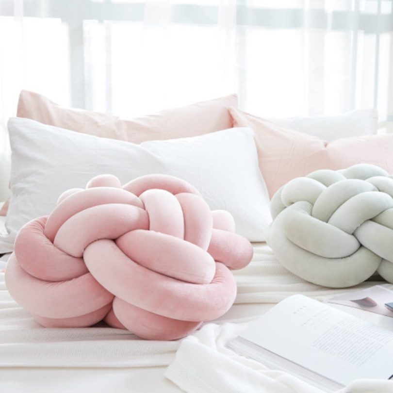 Small Knot Pillow