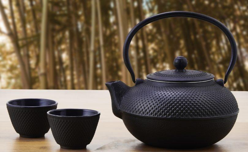 Old Dutch Cast Iron Sapporo Teapot