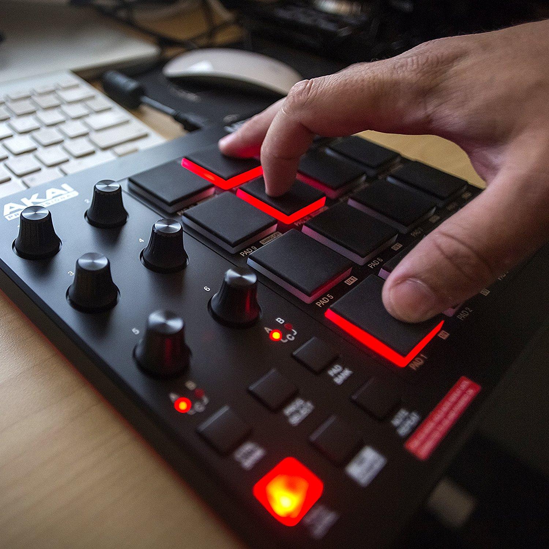 Akai Professional MPD218 | MIDI Drum Pad Controller