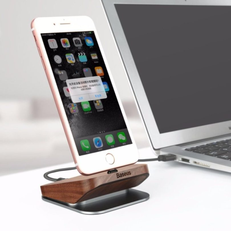 Original Wood Lightning Charging Dock