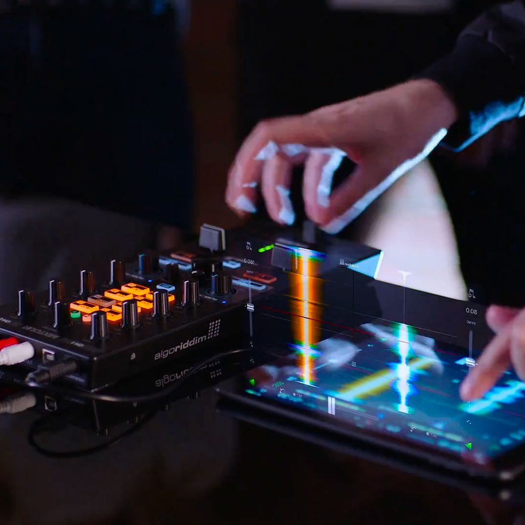 Reloop MIXTOUR All-In-One Controller-Audio Interface
